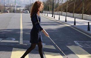 Crean un bastón inteligente para ciegos equipado con Google Maps y altavoces