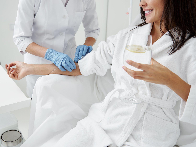 Dripology: El peligroso tratamiento de belleza que está de moda entre las celebrities