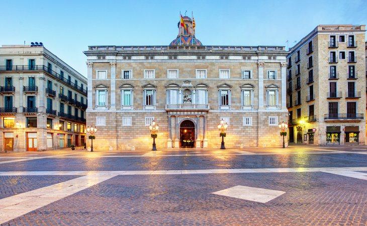 La Generalitat también habría despedido a más de 17.000 funcionarios de carerra en los últimos cinco años