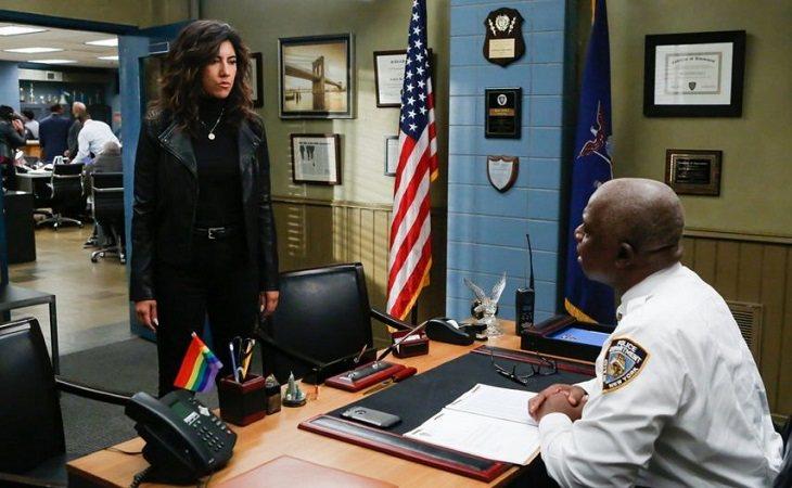 Rosa Díaz y el capitán Holt en 'Brooklyn Nine-Nine'