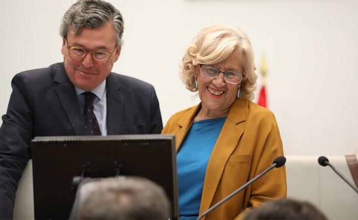 Almeida ha criticado la gestión económica de Manuela Carmena, que redujo la deuda acumulada durante 24 años de gobiernos populares en un 54% durante su legislatura
