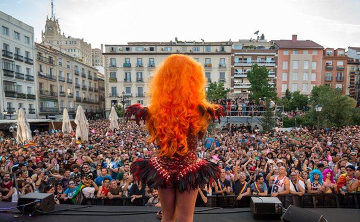 En los últimos años, la plaza ha acogido el pregón que da comienzo a las fiestas del Orgullo LGTBI en la capital