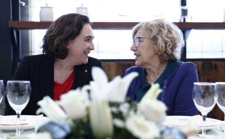 Carmena mantiene una relación muy fluida con Ada Colau y podría ayudar a tejer alianzas con las confluencias de Podemos