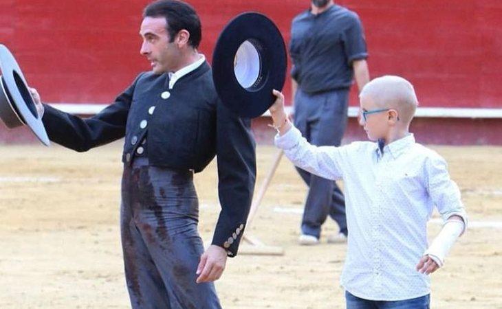 Adrián junto a Enrique Ponce