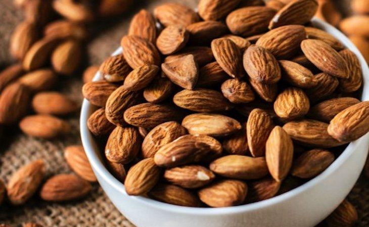 Las almendras son bajas en carbohidratos y contienen grasas saludables