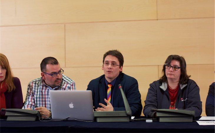 Los colectivos durante la sesión en la que presentaron la propuesta de ley inicial el 2 de diciembre de 2016