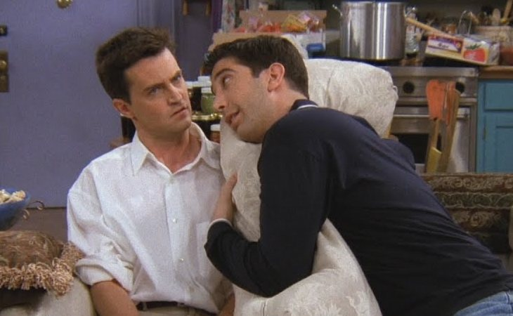 Chandler aconseja a Ross en 'Friends'