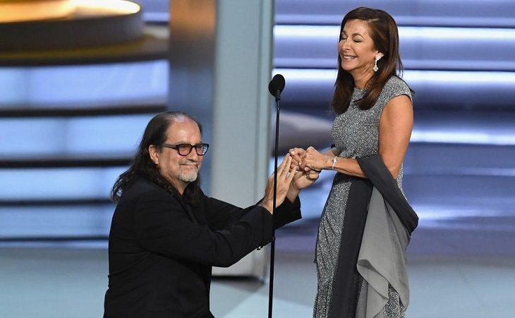 El director Glenn Weiss le pidió matrimonio a su novia en los Emmy