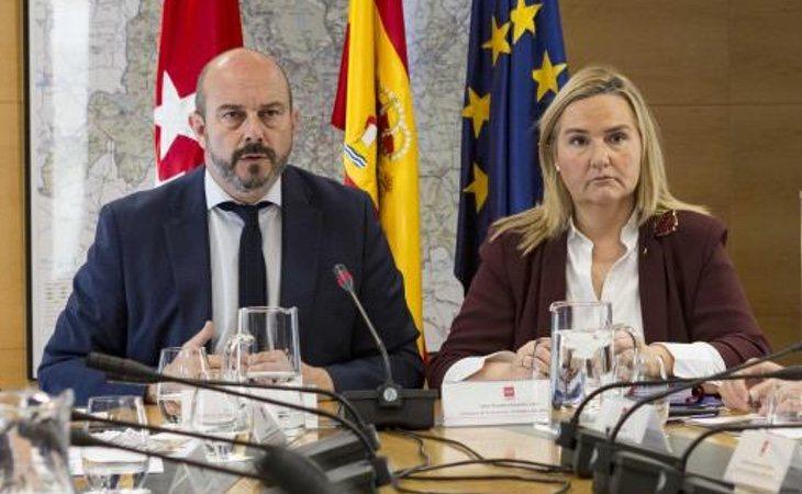 El expresidente de la Comunidad de Madrid, Pedro Rollán, junto a Rosalía Gonzalo