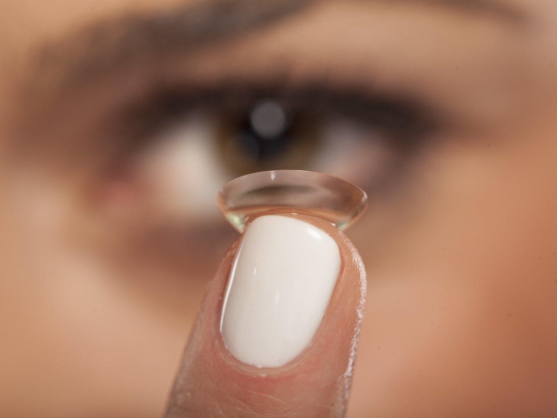 Alerta sanitaria por unas lentillas que provocan abrasión de córnea: estos son los lotes