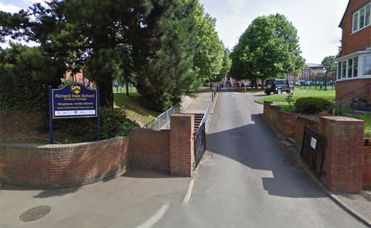 El colegio Richard Hale School, donde asistía el joven