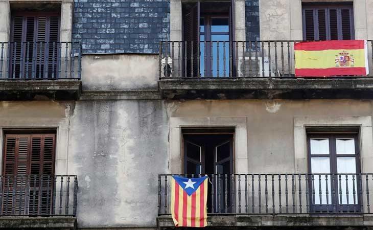 Prohibido colgar banderas en Cataluña