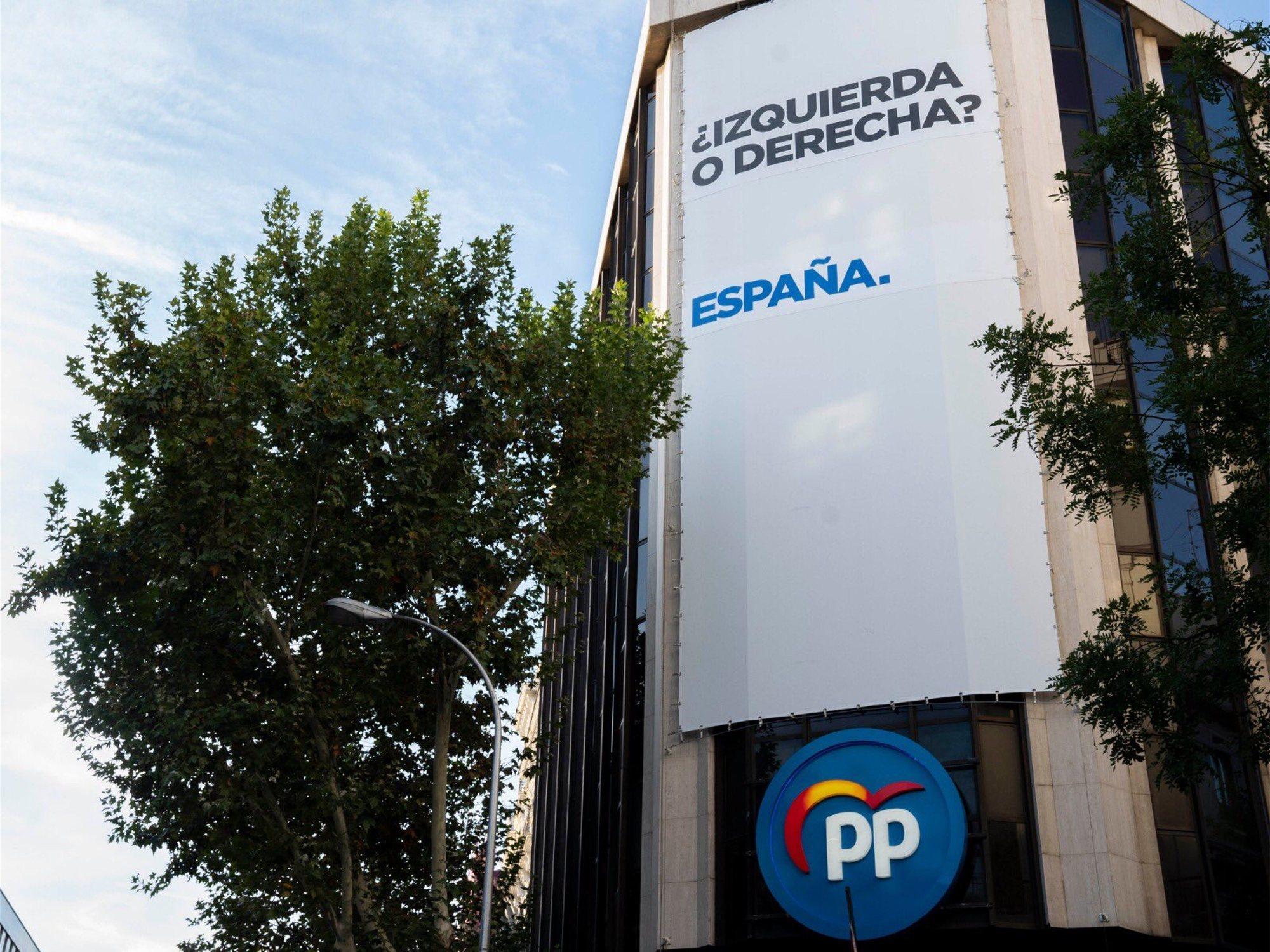 Los mejores memes del nuevo cartel que ha colgado el PP en Génova