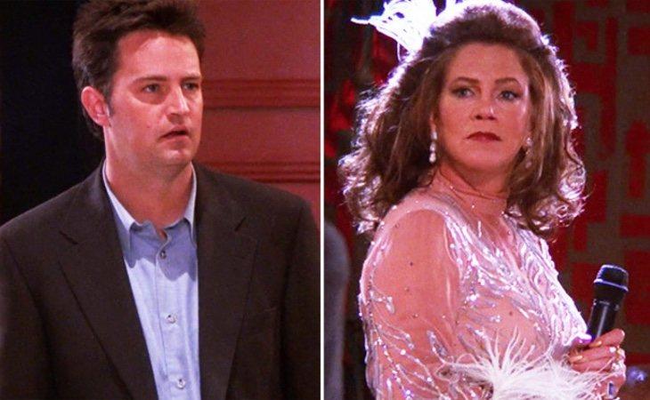 Chandler y su padre transgénero en la serie, Helena Handbasket