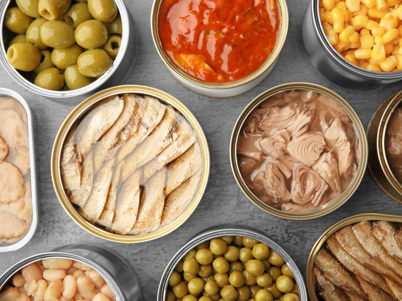 Cuidado con las latas de comida: las sustancias que pueden desarrollar una enfermedad