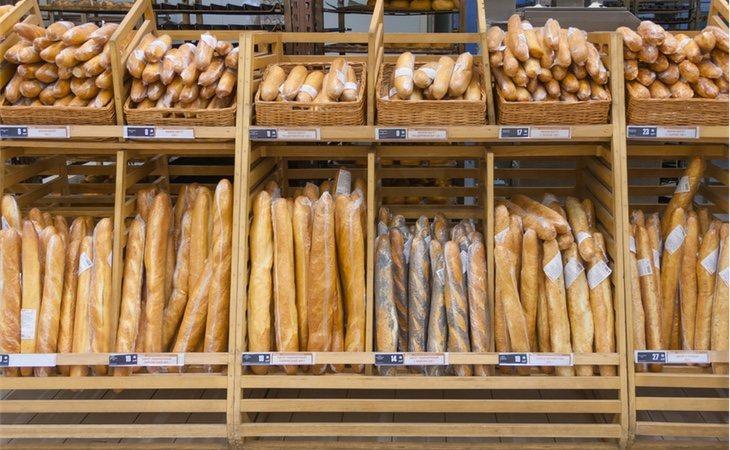 El pan blanco es uno de los alimentos básicos en nuestra dieta, pero debemos ser cuidadosos a la hora de comprarlo