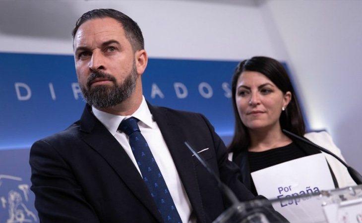 La diputada Macarena Olona, junto a Santiago Abascal durante una rueda de prensa en el Congreso de los Diputados