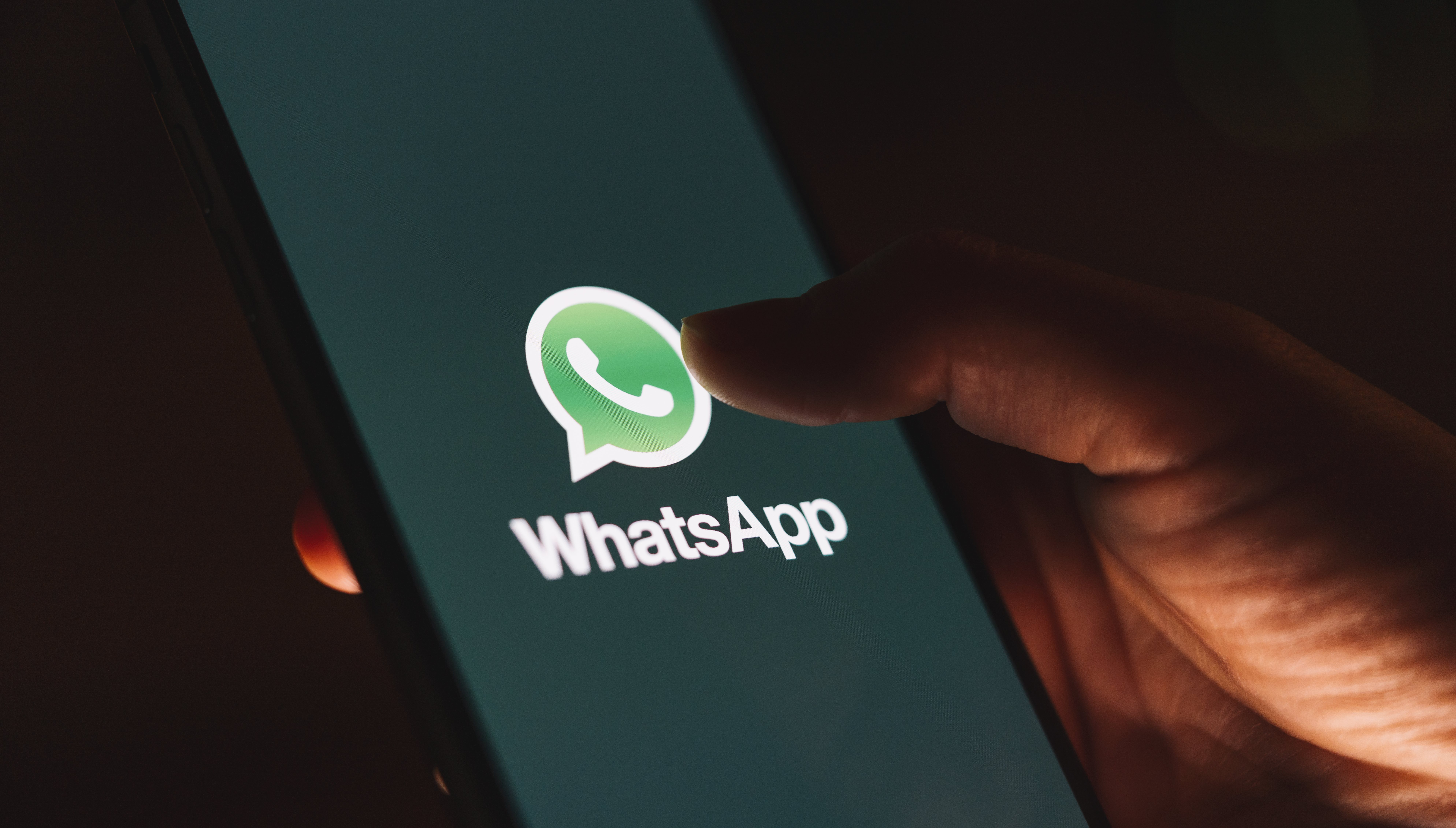 WhatsApp incorpora el modo oscuro
