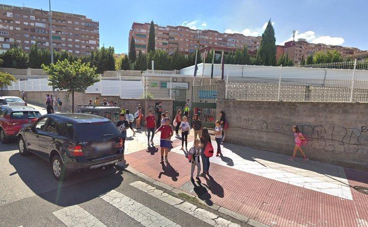 Puerta de acceso al IES Az-Azait en Jaén