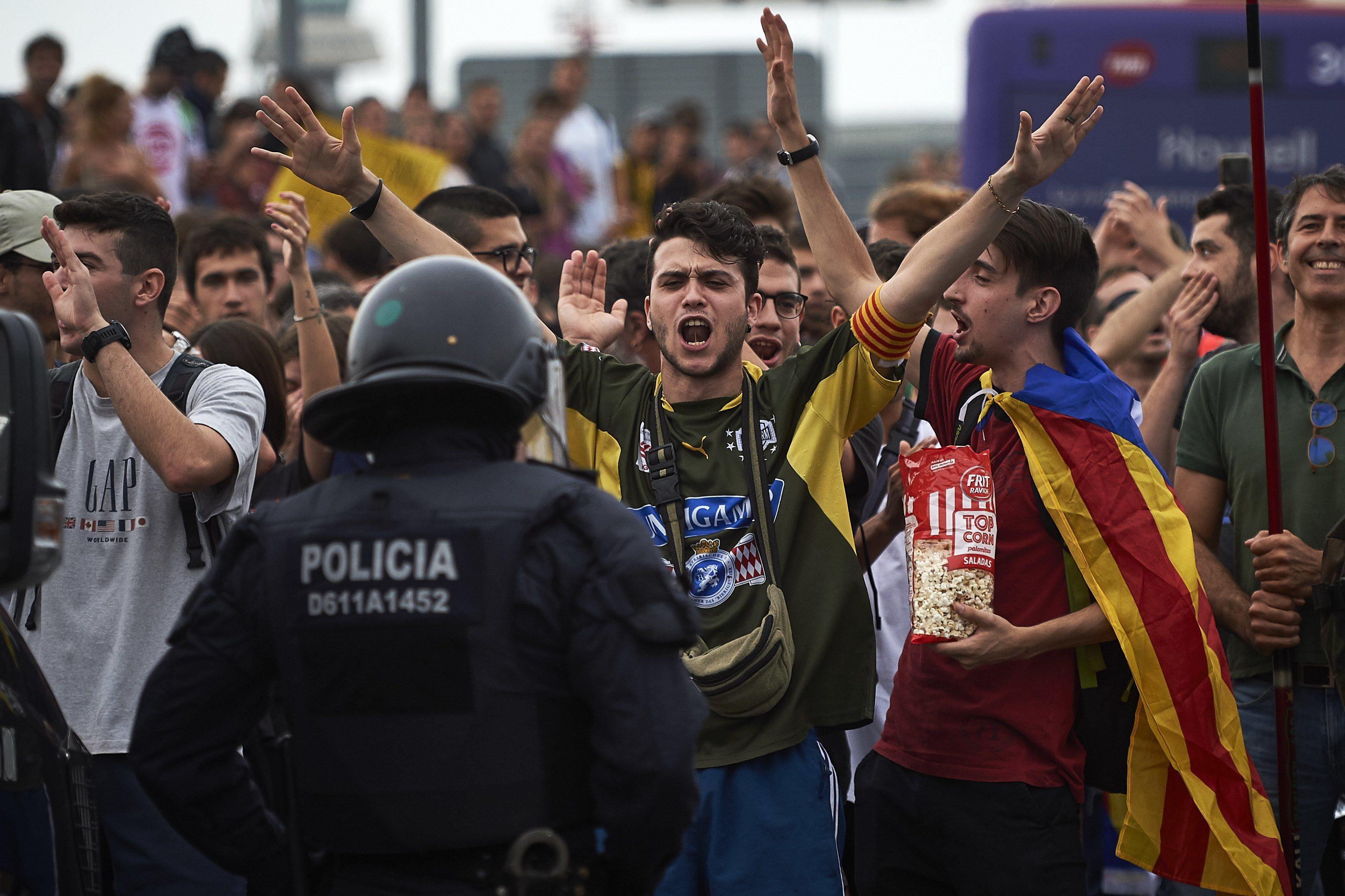 Revueltas en el Aeropuerto de Barcelona tras conocerse la sentencia de los políticos catalanes