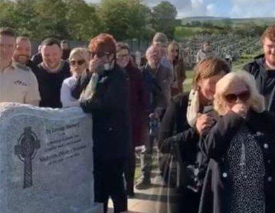 """La tremenda broma de un hombre en su propio funeral que se ha hecho viral: """"¡Dejadme salir!"""""""