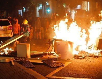 Graves disturbios en Barcelona: barricadas, fuego y cargas policiales
