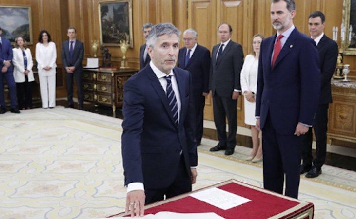 El ministro del Interior jurando la Constitución | Fuente: Ministerio del Interior