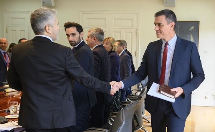 Pedro Sánchez junto a Marlaska en la reunión del Comité de Coordinación de la situación en Cataluña | Fuente: La Moncloa