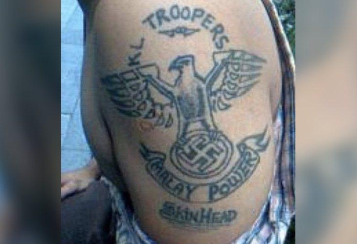 Un tatuaje perteneciente a un miembro de estos grupos