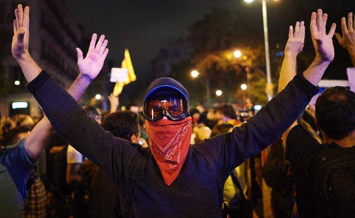 El perfil del radical en los disturbios de Barcelona, también afectados por la represión policial en respuesta a sus violentos ataques