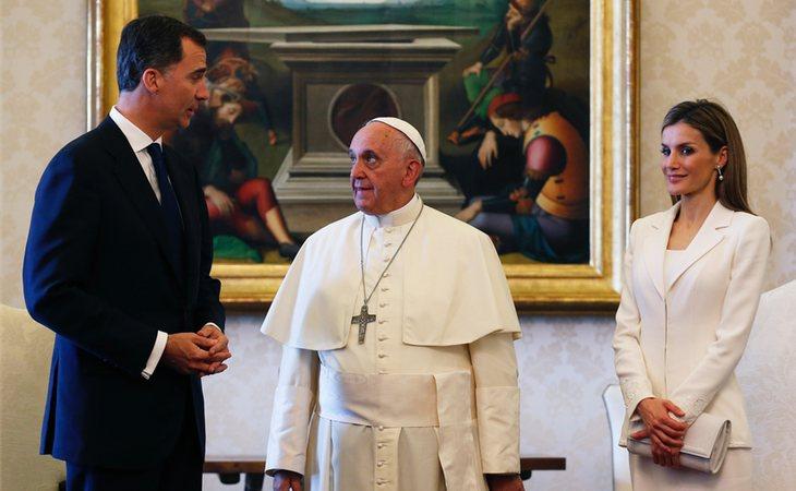 Al Papa Francisco no le gustaría nada tener que ser partícipe de la separación entre don Felipe y doña Letizia
