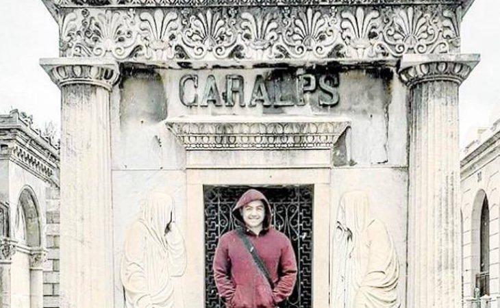 Leandro era fiel practicante del necroturismo, el turismo de cementerios, que exponía en sus redes sociales