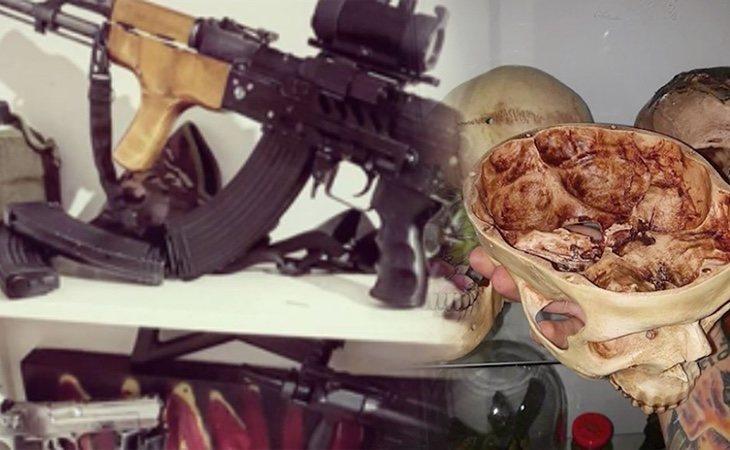 Algunos de los objetos que se encontraron en la vivienda, como pistolas táser y cráneos humanos