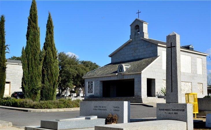 El panteón del cementerio de El Pardo Mingorrubio alberga los restos de la esposa de Franco y su hija