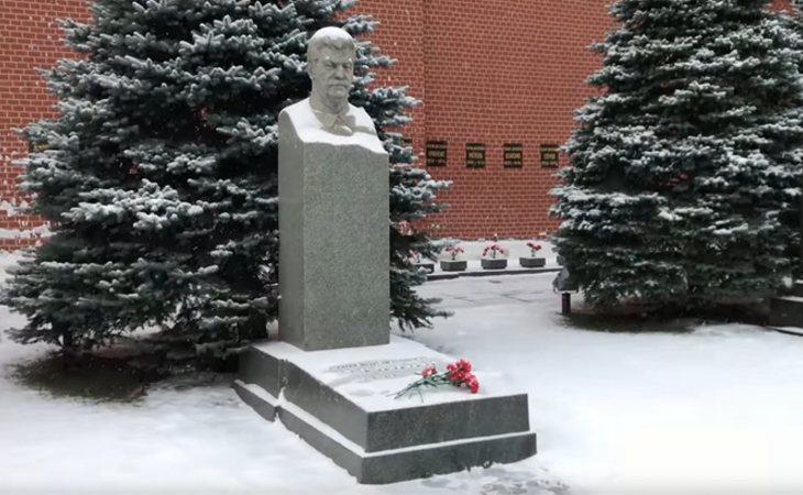 La tumba de Joseph Stalin se encuentra en un cementerio a los pies del Kremlin, sin ningún tipo de honor por parte del Gobierno ruso