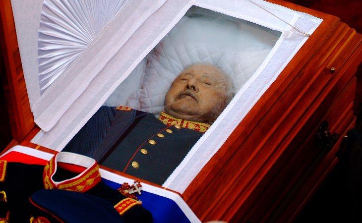 Pinochet falleció a los 91 años y desde el momento de su funeral, nadie ha podido ver su féretro, ni tampoco el lugar donde descansan sus restos mortales