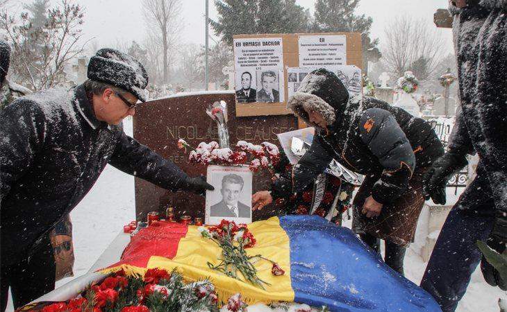 Los restos del comunista y su esposa se encuentran en el cementerio militar de Ghencea (Bucarest), siendo un lugar muy visitado por la población del país que aún le admira