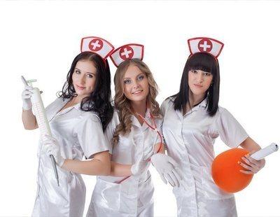 Denuncian la venta de disfraces machistas de 'enfermera sexy' y piden su prohibición