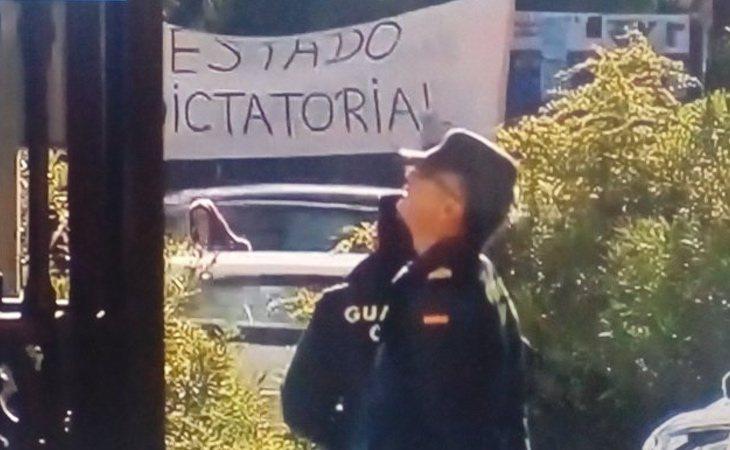 Franquistas despliegan una pancarta en la que se puede leer