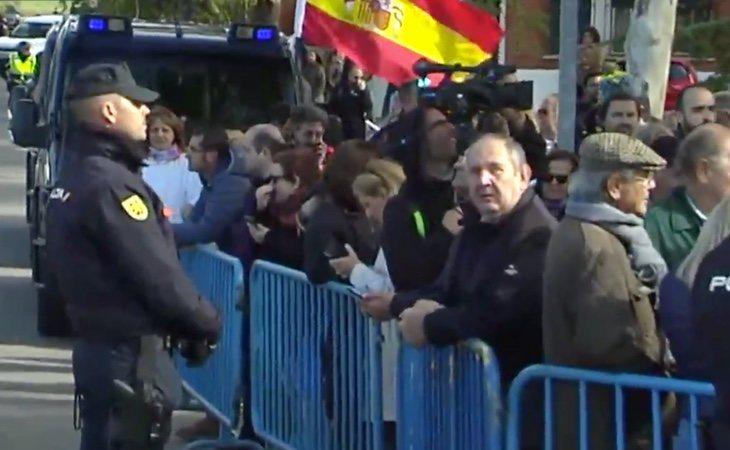 La policía no impide la concentración franquista declarada ilegal en Mingorrubio, donde será reinhumado Franco