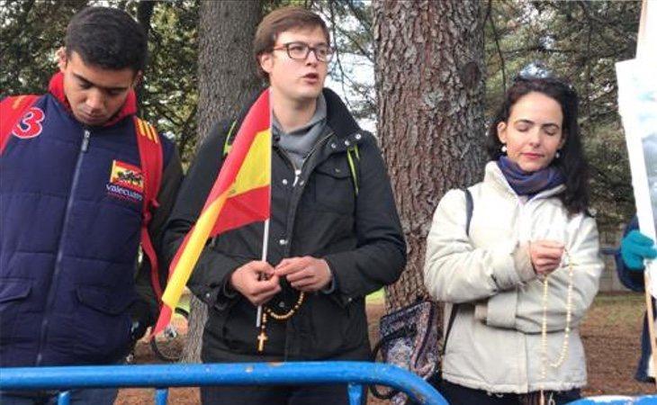 Organizan un rezo colectivo frente al Valle de los Caídos en honor al dictador