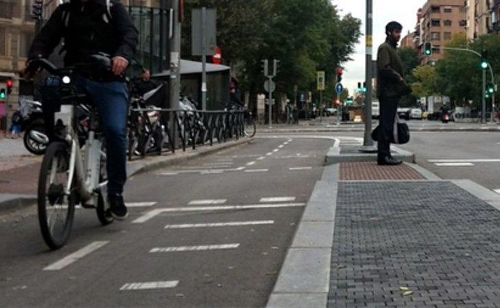 El carril bici de Santa Engracia también espera a ser desmantelado