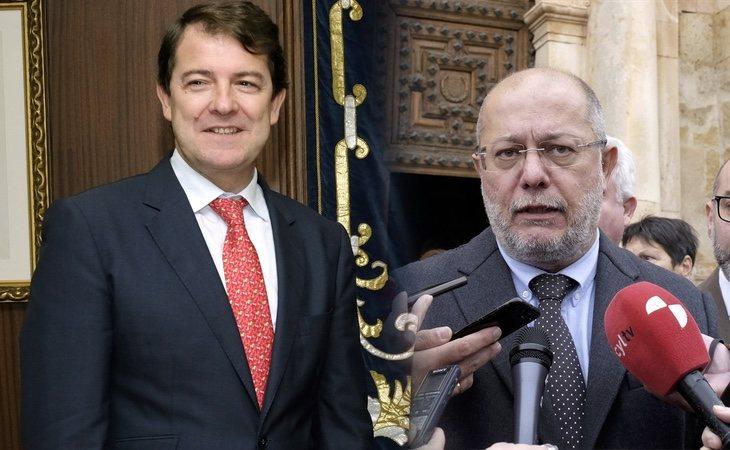El presidente de Castilla y León, Alfonso Fernández Mañueco (PP, izq) y el vicepresidente Francisco Ige (Ciudadanos, dcha)