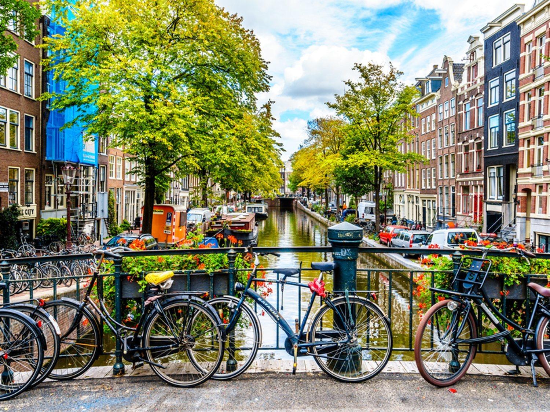 Ámsterdam se peatonaliza aún más y perderá 11.000 aparcamientos para 2025