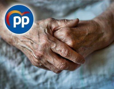 El PP deja a 1.500 jubilados en la calle tras cerrar dos centros de mayores en Fuengirola
