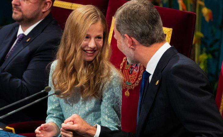 Si bien tiene una buena relación con su madre, los más observadores y conocedores aseguran que la princesa guarda una mejor complicidad con su padre, el rey Felipe VI