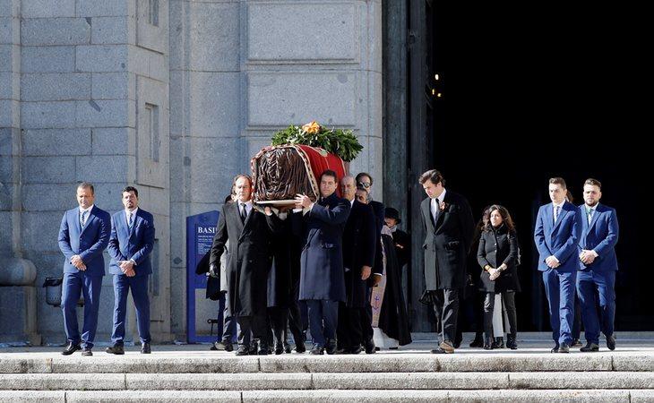 Exhumación y traslado de los restos del dictador Francisco Franco, el pasado 24 de octubre, a hombros de sus familiares