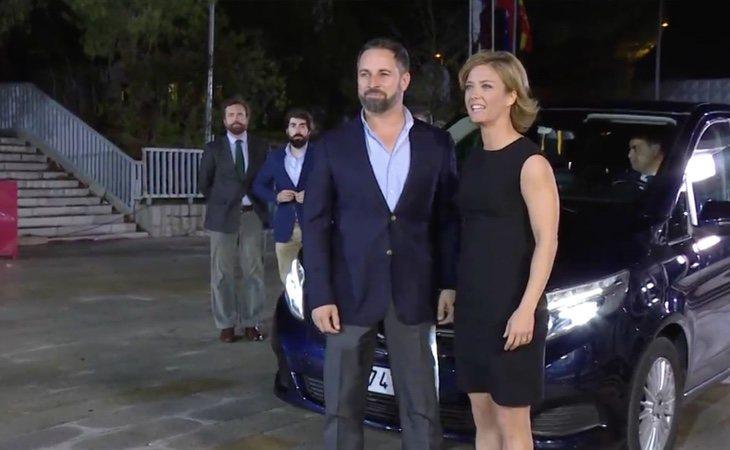 El líder de VOX, Santiago Abascal, ha sido el primer candidato en llegar a la sede del debate organizado por la Academia de la Televisión