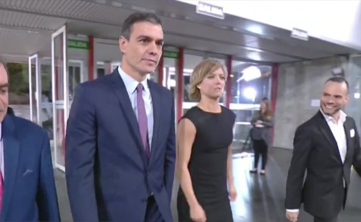 El presidente del Gobierno en funciones y candidato del PSOE, Pedro Sánchez, llega al Pabellón de Cristal donde se celebra el debate electoral