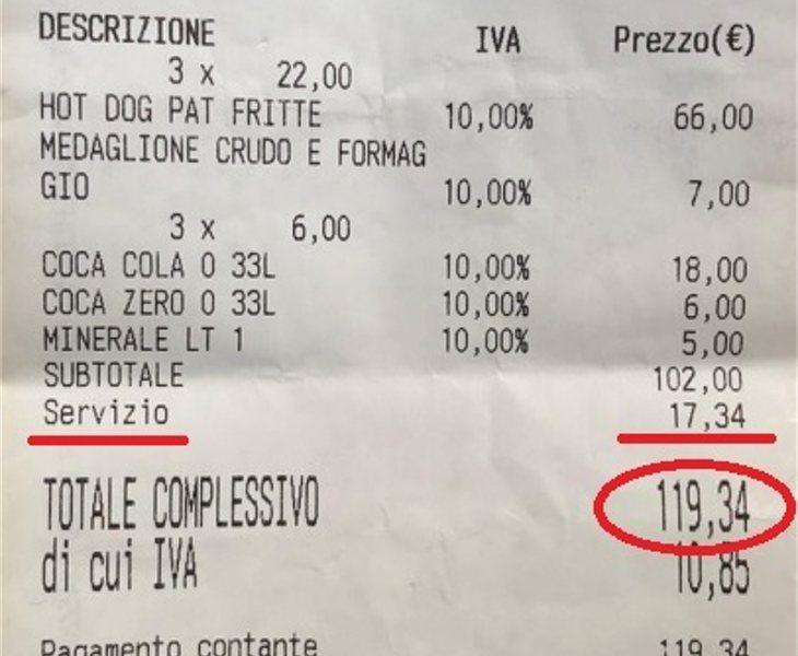 El dueño del restaurante reconoce que no son precios corrientes, pero que los clientes aceptan pagarlo cuando piden su comida y es responsabilidad suya mirar la carta antes